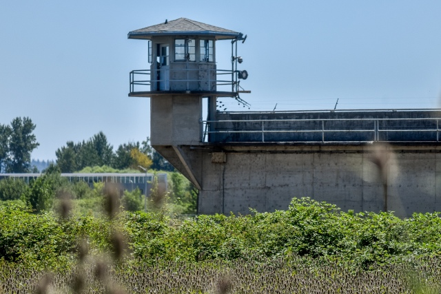 Oregon prisons ban dozens of technology and programming books over